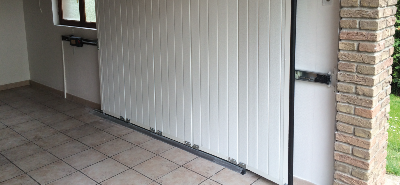 Portes de garage mail stor2 for Porte entree garage